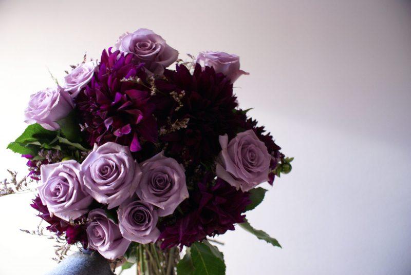 vjenčani buket ljubičasti